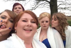 Bridesbabes (minus Sammy) in action.